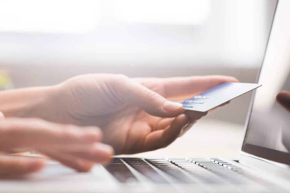 ventajas de pagar impuestos con tarjeta en la computadora